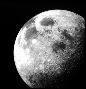 图片说明:历经沧桑的月球
