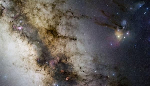 图片说明:银河系中心,版权:ESO / Stéphane Guisard & Stéphane Guisard