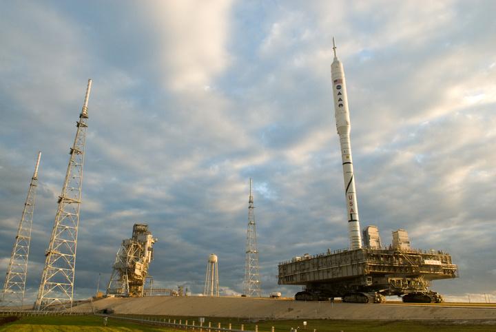 战神1-X火箭即将抵达发射架.jpg