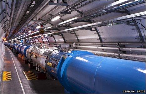 强子对撞机的所有8个组成部分现已被冷却到1.9开氏温度(零下271摄氏度)这一操作温度,低于外太空温度。.jpg