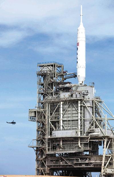 """""""战神I-X""""运载火箭坐落在发射架上.jpg"""