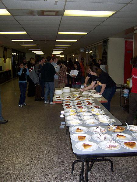 在圆周率日当天,滑铁卢大学会以供应免费的馅饼当庆祝。