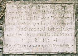 金雀花桥上的纪念石刻