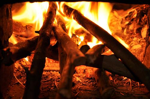 烧柴草的炉灶.jpg